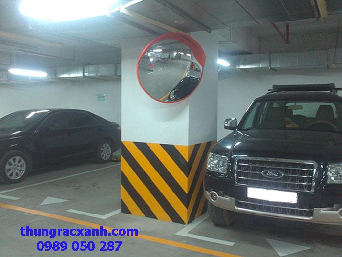 Gương cầu được lắp đặt trong hầm để xe