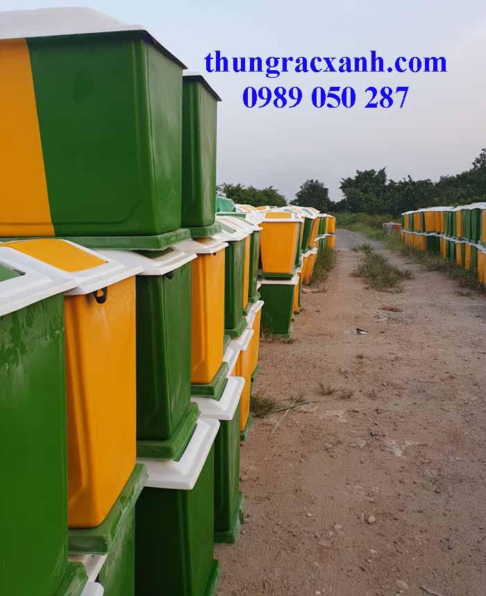 Thùng rác nhựa 2 ngăn phân loại rác Dự án Môi trường Nông thôn Mới  của Huyện